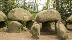 """Olanda , megaliti di Borger: questo, lungo circa 23 metri, è il più grande dei 54 megaliti noti in Olanda. Costruiti intorno al 3000 a.C. sono chiamati hunebedden, """"tombe dei giganti"""" (come in Sardegna) --- foto di Renato La Monica."""