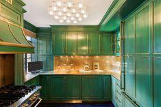 Key Design Takeaways from Celebrity Kitchens Green Kitchen Cabinets, Gold Kitchen, Kitchen Cabinet Design, Kelly Green Kitchen, Cameron Diaz, Kelly Wearstler, Architectural Digest, Celebrity Kitchens, Celebrity Houses
