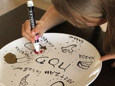 Learn to make your own Seder plate at home using a plain white plate and nontoxic paint pens. Easy Jewish holiday craft for kids and family. Holiday Crafts For Kids, Craft Projects For Kids, Craft Ideas, Holiday Fun, Decorating Ideas, Holiday Decor, Passover Seder Plate, Seder Meal, Jewish Crafts