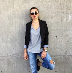 Causal out fit of the day jeans grey T-shirt, black blazer and sneakers