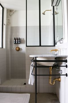 Minimal industrial inspired bathroom in black and gold // Ace Hotel, Los Angeles