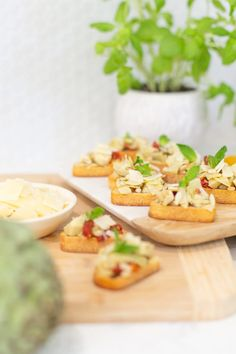 Try this simple artichoke bruschetta recipe for a delicious and quick appetizer. Perfect for antipasto and entertaining at home. It's a great summer party recipe idea, and a no-fail delicious side dish. Easy Meal Prep, Easy Meals, Bruschetta Recipe, Quick Appetizers, Meal Recipes, Antipasto, Weeknight Meals, Artichoke, Family Meals