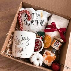Diy Christmas Gifts For Friends, Homemade Christmas Gifts, Homemade Gifts, Holiday Gifts, Christmas Gift Baskets, Christmas Gift Box, Christmas Mood, Christmas Presents, Bff Birthday Gift