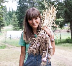 Dishing Up The Dirt   Andrea Bemis shares many healthfood recipes straight from her garden that are vegan and vegetarian friendly, plus she has amazing photography to boot!