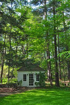Three Dogs in a Garden: A Natural Forest Garden in Mississauga, ON Garden Buildings, Garden Structures, Garden Houses, Backyard Patio, Backyard Landscaping, Landscape Design, Garden Design, Forest Garden, Greenhouse Gardening
