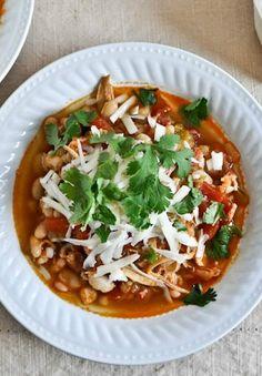 Smoky White Bean Chicken Chili i cnt resisst it! Chili Recipes, Soup Recipes, Chicken Recipes, Dinner Recipes, Healthy Recipes, Healthy Soups, Appetizer Recipes, White Bean Chicken Chili, Recipes