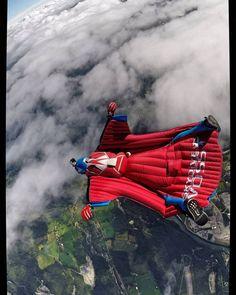 @espenfadnes flying above #Voss during las weeks ws-boogie  #wingloriousbasterds 🌠🚀 📷: Paul Fletcher #wingsuit #wingsuiter #wingsuiting #skydive #skydiver #skydiving #visitvoss #vossamood #hoppfallskjerm #fallskjerm #vingedrakt #welovevoss #vossisboss
