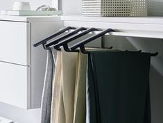 The dressing room: optimum use of space and crease-free clothes. Clothes Rail, Free Clothes, Shelf System, Dressing Area, Wood Design, Storage Solutions, Hangers, Living Area, Trousers