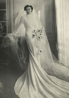Take a look at the best vintage Bridal photos in the photos below and get ideas for your outfits! Vintage Wedding Photography, Vintage Wedding Photos, Vintage Bridal, Vintage Weddings, 1930s Wedding, Country Weddings, Lace Weddings, Antique Wedding Dresses, Vintage Dresses