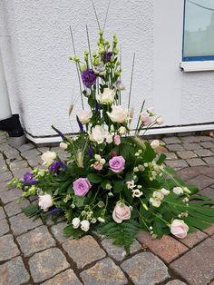 Altar, Floral Wreath, Wreaths, Home Decor, Floral Arrangements, Flower Arrangements, Floral Crown, Decoration Home, Door Wreaths