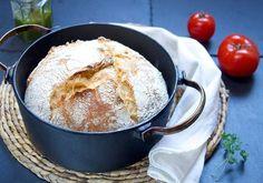 Eltefritt brød- verdens beste og enkleste bakeoppskrift 🙂 Riktig god tirsdag godt- folk! Eltefritt brød, grytebrød eller teknikken som internasjonalt … Tapas, Dessert, Cheese, Baking, Recipes, Gardening, Drinks, Drinking, Beverages