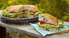 Helt brød med skinke, ost og avokado Salmon Burgers, Sandwiches, Brunch, Ethnic Recipes, Salmon Patties, Paninis, Brunch Party