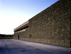 Herzog de Meuron - Dominus Winery, Yountville CA 1998. Three tiers of gabions hold rocks in varying sizes, creating a somewhat abstract classical hierarchy of scale while providing a thermal skin that combats the region's extreme temperatures. Photos (C) Margherita Spiluttini.