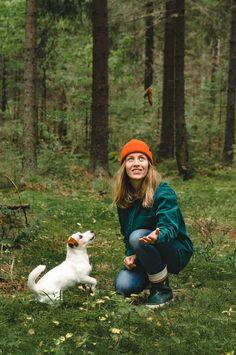 Cutest jackrussel terrier puppy with dog mom. Forest hiking with dog. #hikingoutfit