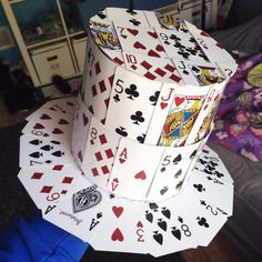 Playing Card Crafts, Playing Card Box, Crazy Hat Day, Crazy Hats, Buzz Lightyear Wings, Alice In Wonderland Diy, Wonderland Costumes, Mad Hatter Party, Diy Tops