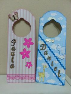 Plaque de porte scrap decoscrap pinterest scrap for Colgadores para puertas