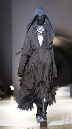 Gareth Pugh V Fashion in Motion 2007