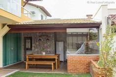 espaço do churrasco com azulejos estampados Floating Garden, Outdoor Living, Outdoor Decor, House Plans, Pergola, Sweet Home, New Homes, Backyard, Cottage