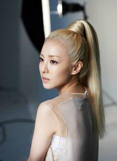 'Clio' releases pictures of beautiful endorsement models Dara and Na Eun | allkpop.com
