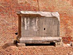 Lapis Niger- Roman Forum Beautiful World, Beautiful Places, Beautiful Sites, Latin Language, Roman Forum, Archaeological Site, Ancient Rome, Black Marble, Africa Travel