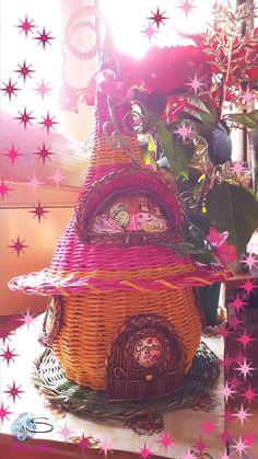 Cristina Sosio - Creativa. Casetta degli Elfi. Realizzata con tubicini di carta. Weaving, Painting, Baskets, Painting Art, Paintings, Loom Weaving, Crocheting, Painted Canvas, Knitting