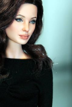 Lol I can't believe that is a doll. Really cool though . that is defenitly Angelina Jolie