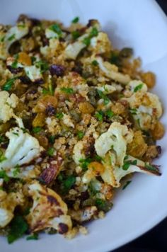 Crispy cauliflower with capers, raisins and breadcrumbs