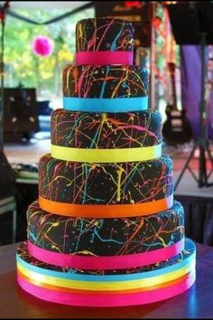 Pretty cake with splatter cake love it. I would want this at my birthday cake