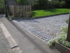 Driveway Entrance Landscaping - A Rumble Strip Retaining Gravel Entrance Design With Wooden Fence-Gate Driveway Border, Driveway Fence, Resin Driveway, Driveway Entrance Landscaping, Backyard Landscaping, Wooden Fence Gate, Front Gardens, The Ranch, House Front