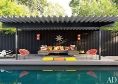 Modern Outdoor Space by Jonathan Adler and Gray Organschi Architecture in Shelter Island, New York
