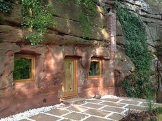 The Rockhouse Retreat , a sandstone cave located in Worcestershire, England would be one of your best escapades ever. If you are tired living in your