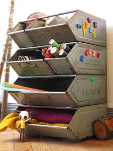 industrial for kid - love**pourrait peindre des boîtes en plastique pour le même effet