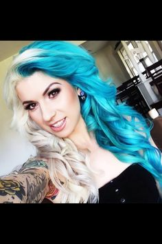 Experts who used to work ombre styles are now concentrating on fancy rainbow hair colors these days. Looking for Christmas Hair Colors Ideas? Here is 7 Crazy Rainbow Christmas Hair Colors Ideas for Trendy Girls to wear, Check them NOW Violet Hair, Blue Hair, White Hair, White Blonde, Black Women Hairstyles, Pretty Hairstyles, Half And Half Hair, Christmas Hair, Coloured Hair