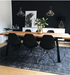 31 Of The Most Brilliant Modern Dining Table Design Ideas - Best Home Ideas and Inspiration Sophisticated interior design is possible to reach by a black room decor! Create your luxury dining room wit Modern Dining Room Tables, Luxury Dining Room, Dining Table Design, Modern Table, Carpet Dining Room, Dining Chairs, Modern Decor, Dining Decor, Modern Room