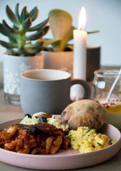 baked-beans-opskrift Freezer Cooking, Baked Beans, Vegan Vegetarian, Mashed Potatoes, Yummy Food, Baking, Eat, Breakfast, Tableware