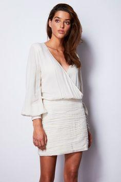 Rosa Cha Spring 2020 Ready-to-Wear Fashion Show - Sponsored - Vogue Vogue Paris, Lauren Hutton, Fashion Show Collection, Mannequins, High Fashion, Peplum Dress, Ready To Wear, White Dress, Feminine