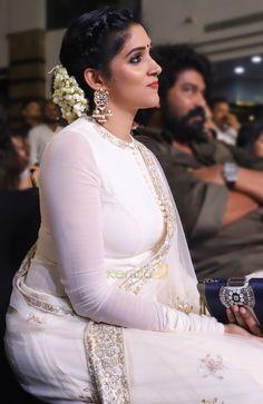 Bollywood Actress Hot Photos, Indian Actress Hot Pics, Indian Bollywood Actress, Beautiful Bollywood Actress, Indian Actresses, Beautiful Girl Photo, Beautiful Girl Indian, Most Beautiful Indian Actress, Beautiful Saree