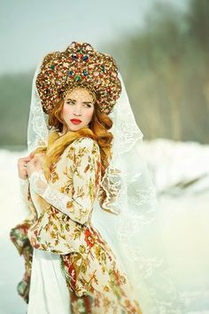 Traditional style Russian wedding dress and headdress Russian Beauty, Russian Fashion, Russian Style, Russian Men, Mode Russe, Russian Wedding, Wedding Headdress, Style Outfits, Folk Costume