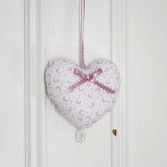 Fabric heart to hang Arabesques Pink White Ornament Door hanger Victorian Decoration Small gifts for women de la boutique ChristineGrenier sur Etsy