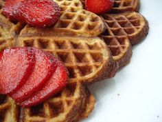 LCHF-bloggen: Lavkarbo vafler Cheese Waffles, Pancakes And Waffles, Food N, Food And Drink, Norwegian Waffles, Low Carb Blog, Feel Good Food, Low Carbohydrate Diet, Healthy Treats