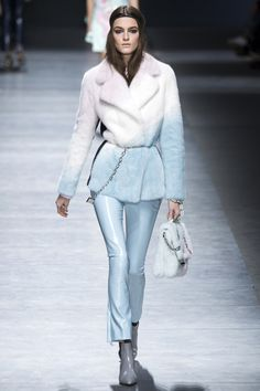 <3 short jacket <3 evening pants Versace Fall 2016 Ready-to-Wear Fashion Show - Kremi Otashliyska
