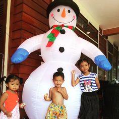 Deze mooie sneeuwpop is gewoon in Cambodja te vinden! #kerst #cambodja #kampot #vrijwilligerswerk #reizen #vrijwilligerswerkbemore #bemore #worldmapping