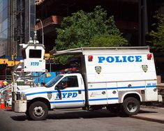 Old Police Cars, Police Truck, Ambulance, New York Police, Police Vehicles, Gta, New York City, Ford, The Unit