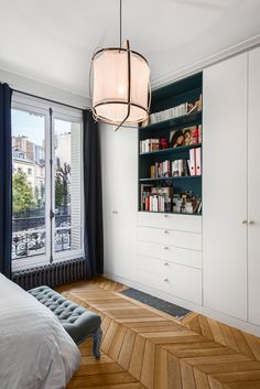 This wonderful Parisian apartment attracts with its contrasts. Light and bright living room opposes to the dramatic hall painted in dark blue tone. ✌Pufikhomes - source of home inspiration Closet Bedroom, Bedroom Decor, Master Closet, Hall Painting, High Sleeper Bed, Parisian Apartment, Paris Apartments, Built In Wardrobe, Little Girl Rooms
