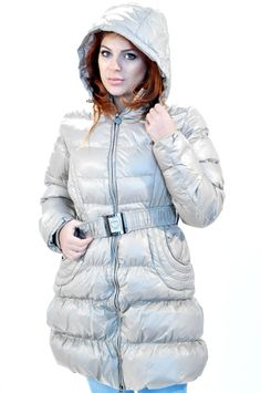 Geaca Dama Cory  -Geaca dama de lungime medie. Din fas, cu blana eco pe interior, ideala pentru sezonul rece.  -Se inchide cu fermoar, gluga detasabila, matlasata.  -Inclusa curea elastica, detasabila.     Lungime: 82cm  Latime Talie: 40cm  Compozitie: 100% Poliester Puffer Jackets, Winter Jackets, Sweaters, Coats, Interior, Dresses, Fashion, Winter Coats, Vestidos