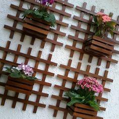 House Plants Decor, Plant Decor, Small Courtyard Gardens, Outdoor Gardens, Small Balcony Decor, Garden Yard Ideas, Decoupage Art, Plant Shelves, Pergola Patio