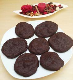 Lisztmentes, kakaós keksz    A lisztmentes kakaós keksz receptje és a fotó Tögyi Julikáé, ő találta fel, de szerintem sokan szeretni fogjátok!???????????? Én is kipróbáltam már ezt a kekszet és nagyon finom, sőt nyersen sütés nélkül, piskóta közé, csokikrémnek is használtam már. Low Carb Recipes, Healthy Recipes, Sugar Free, Recipies, Food Porn, Dessert Recipes, Gluten Free, Sweets, Lunch