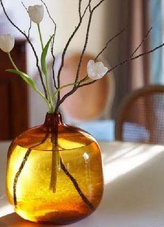 Arrangement in amber glass.
