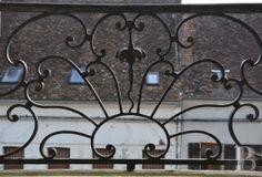 Dans une cité de l'Yonne, la «Maison des Sept têtes», hôtel de poste du 18ème siècle partiellement classé MH - ismh - bourgogne - Patrice Besse Châteaux et Demeures de France, agence immobilière spécialisée dans la vente de châteaux, demeures historiques et tout édifice de caractère