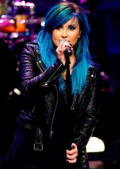 """Craving attention much? For someone that said to go """"all natural"""" she sure did the opposite. Demi Lovato Cabelo Azul, Demi Lovato Blue Hair, Dyed Hair, Hair Goals, Cute Hairstyles, Celebrity Hairstyles, Colorful Hair, Bright Hair, Hair Colors"""
